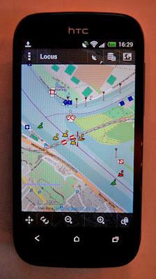 Современный смартфон с навигационной программой