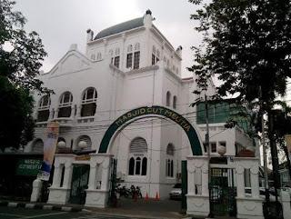 http://www.teluklove.com/2017/04/daya-tarik-objek-wisata-masjid-cut.html