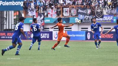 Persib Ketemu Persija di Final Liga 1 #Persijaday atau #Persibday Pemenangnya?