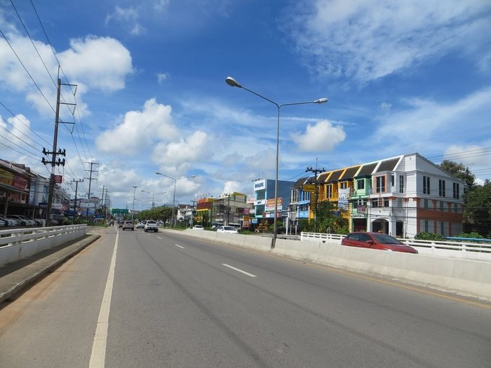 Яркая улочка в Таиланде