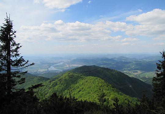 Widok ze stoku Suchego w kierunku Kotliny Żylińskiej i Gór Kisuckich.