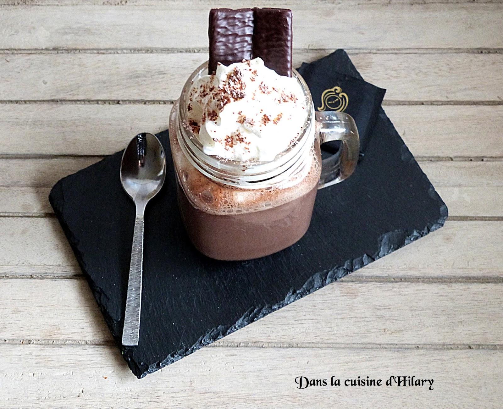 dans la cuisine d 39 hilary chocolat chaud gourmand la menthe fa on after eight yummy mint. Black Bedroom Furniture Sets. Home Design Ideas