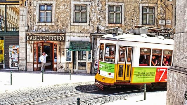 Passeio no Eléctrico 28 em Lisboa