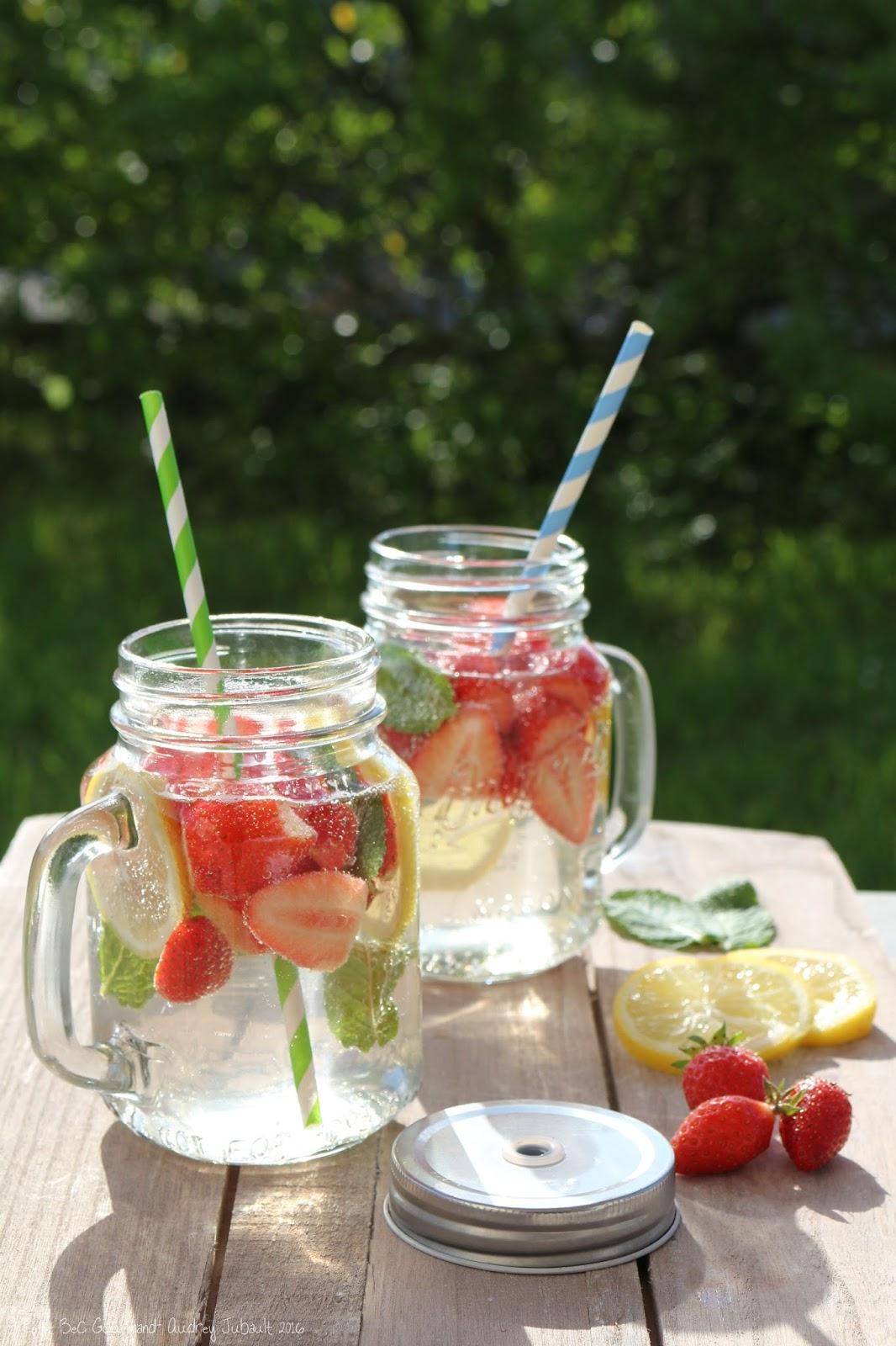 ma detox water: fraises, citron & menthe | petit bec gourmand