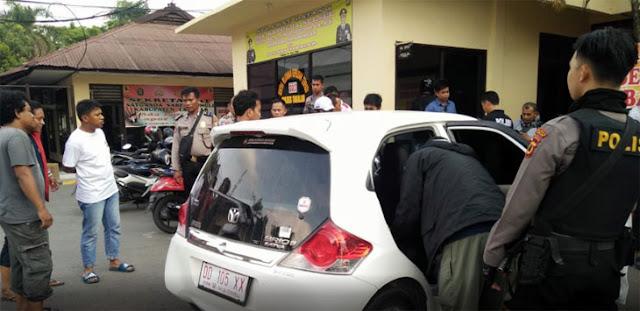 Diduga Selingkuh di Atas Mobil Brio Putih, Anggota DPRD Takalar Dipolisikan