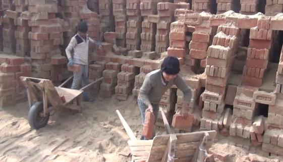 Children do brick kiln on the brick, Munshi said in the game play do children work