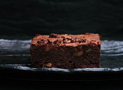 Delizioso brownie con le noci