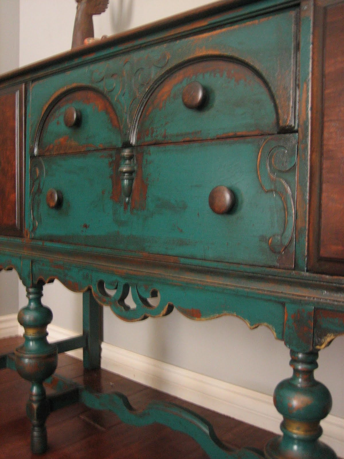 What Paint Finish For Bedroom: European Paint Finishes: Peacock Green Sideboard