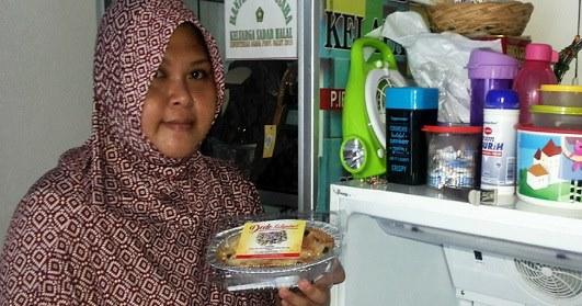 Teguh Pertahankan Kehalalan, Mualaf Penjual Kue Ini Mendapatkan Rezeki Yang Tak Disangka-Sangka