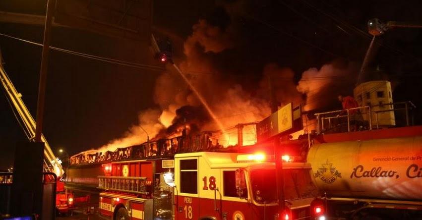 INCENDIO EN EL CALLAO: fuego consume almacén en zona industrial cerca al Aeropuerto Internacional Jorge Chávez