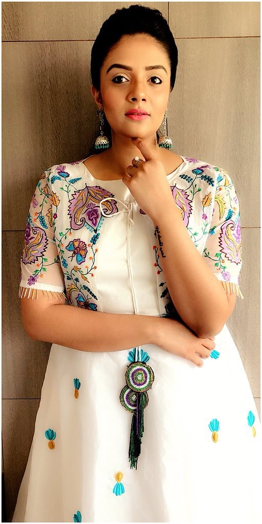 TV Actress SreeMukhi Photoshoot In Hot White Gown