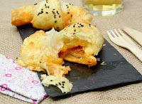 Croissants rellenos de sobrasada y queso con almíbar de miel