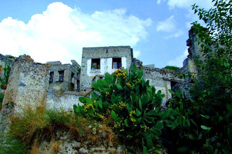 Sakarya'daki cinli köyde meydana gelen hadisede köylüler sık suretle feryat sesleri işittiğini anlatmaktadır.