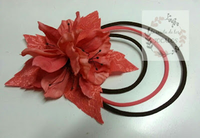tocado artesanal para boda en colores coral y chocolate