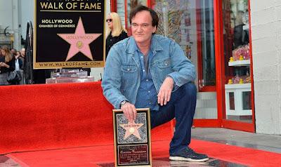 Квентин Тарантино на Голливудской аллее славы