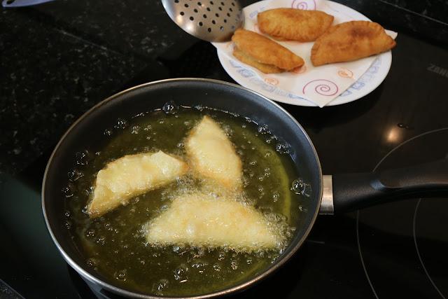 Preparación de empanadillas rellenas de flan