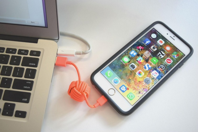 Plug Your iPhone to itunes