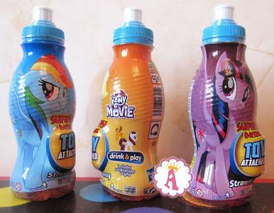 Бутылки с соком для детей и киндером сюрпризом