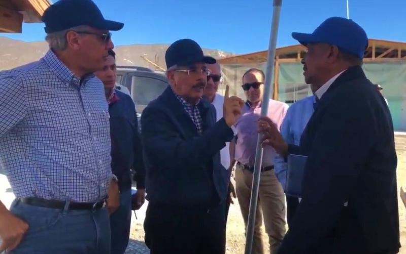 Video: Danilo Medina se riega con Olgo Fernández por de la Presa de Monte Grande