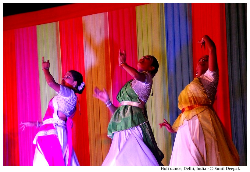 Shovana Narayan's group Kathak dance, India - Images by Sunil Deepak