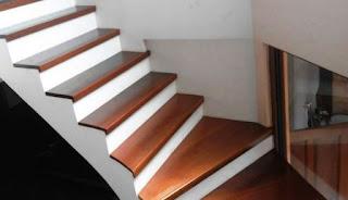papan tangga kayu kuningan