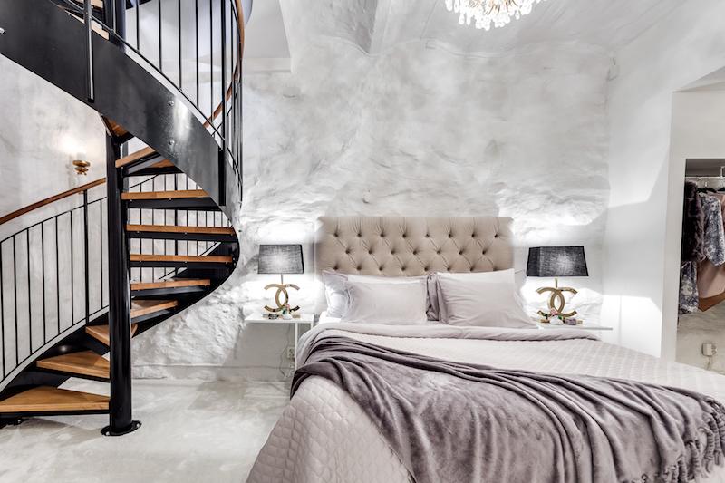 Małe Dwupoziomowe Mieszkanie Z Sypialnią W Piwnicy