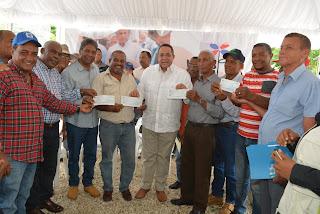 Gracias a Visita Sorpresa, productores de Barahona reciben recursos para compra de camión y construcción sistema de regadío