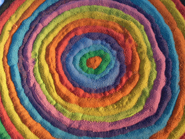 Jak zrobić kolorowy piasek