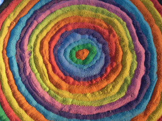 Kolorowy piasek - mandale z piasku