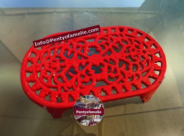 french vintage sturdy Oval Enameled Tomato Red cast iron trivet, heat pan stand, pot stand, gardening home decor ideas.