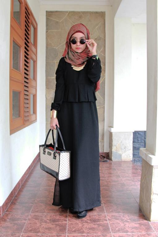 Dress Muslimah Modis Renata Hitam Source · Koleksi Model Baju Muslim  Feminim Terbaru c8e0df835d