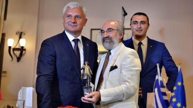 """Το τέλος του success story """"Αγία Πετρούπολη - Αλεξανδρούπολη""""! Με το… αγαλματίδιο στο χέρι έμεινε ο Λαμπάκης"""