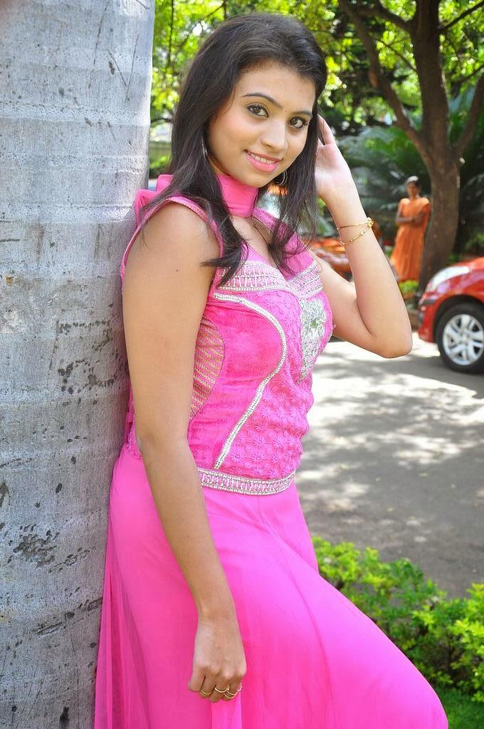 Priyanka photo gallery in pink salwar kameez at adi lekka telugu movie trailer launch