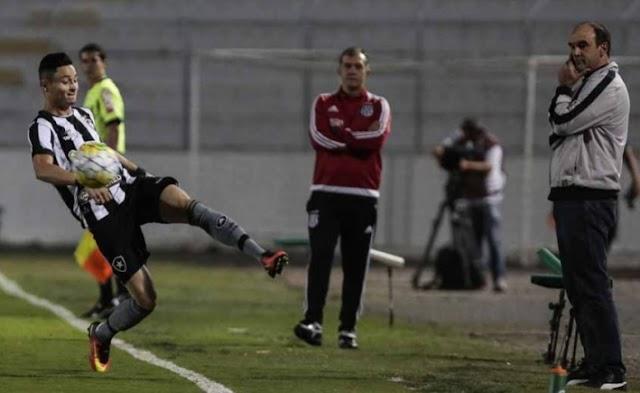 Irregular Botafogo apanha da bola e é derrotado pela Ponte