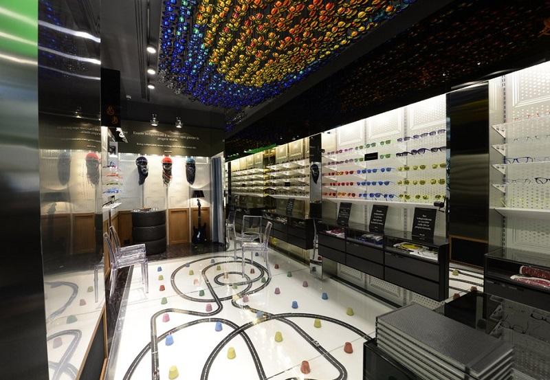 d76919d2f ... armação de óculos de sol feita inteiramente de carbono. A Italia  Independent tem apenas uma loja em Milão, que está localizada na Via Monte  Napoleone.