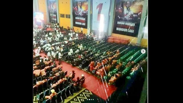 Jokowi Melawan Bangku Kosong