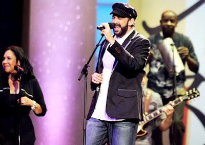 Foto de Juan Luis Guerra en el escenario