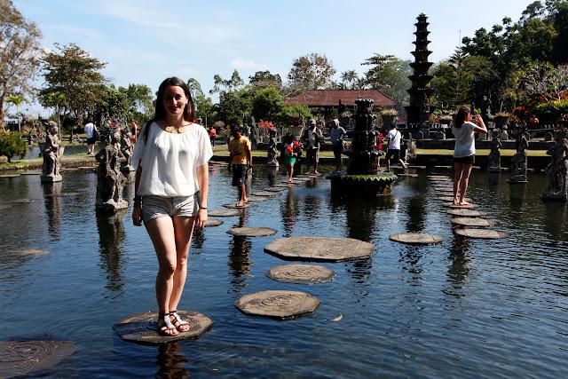 Lena en el estanque de Tirta Gangga