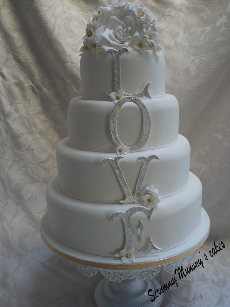 4 tier wedding cake to serve 150 scrummy mummy s cakes 4 tier monogram wedding cake 10420