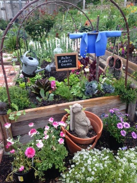 Swinging rabbit garden