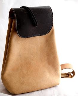 Vue du sac à dos en cuir naturel