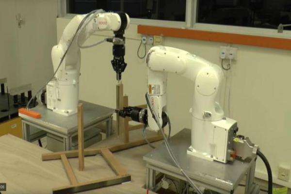 بالفيديو: روبوت يقوم بأعمال صعبة على البشر