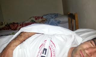 Pedro descansando. Quase em coma.