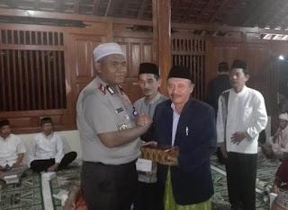 Safari Ramadhan Di Masjid Kuno, Kapolres Ajak Jamaah Pererat Silaturahmi Agar Ukhuwah Makin Kokoh.