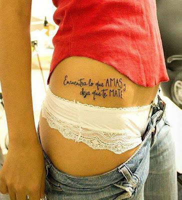 """Tatuaje de frase """"Encuentra lo que amas y deja que te mate"""""""