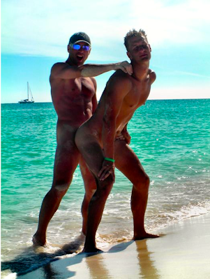 Gay public sex, two sexy men fuck on the beach in the open, exhib, Robot Jack