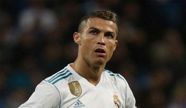 Real gặp hạn năm mới: Ramos chấn thương, Ronaldo bị 3 đại gia cám dỗ 2