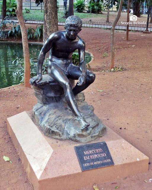 Close-up da Escultura Mercúrio em repouso - Praça da Republica - São Paulo
