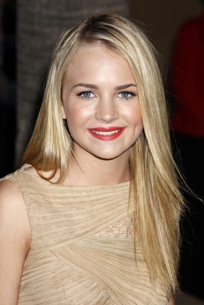 J9yards Britt Robertson Biography 2012