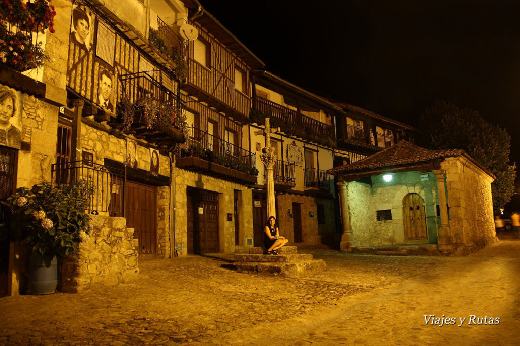 plaza de Mogarraz por la noche